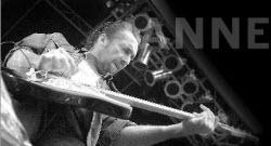 Janne Bark, i många år Ulf Lundells gitarrist