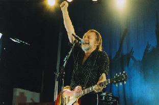 Ulf Lundell sjunger Folket bygger landet