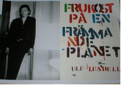 Reklamaffisch för romanen Frukost på en främmande planet